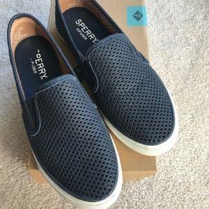 Sperry Seaside Perf Shoes 7.5